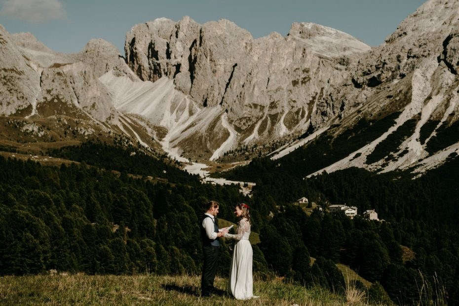 Elopement ceremony in the Italian Alps by Wild Connections Photography
